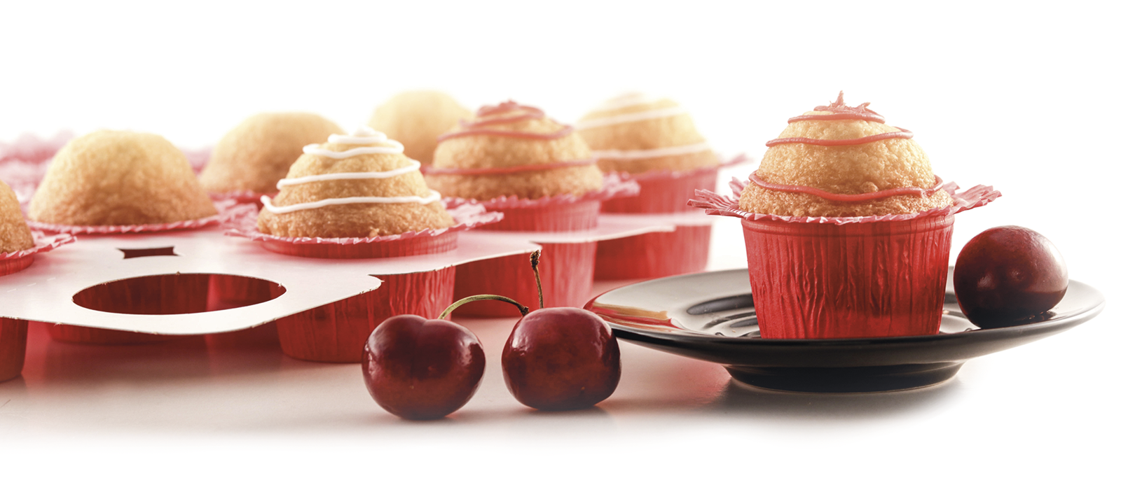 muffin-tray-red-size.png